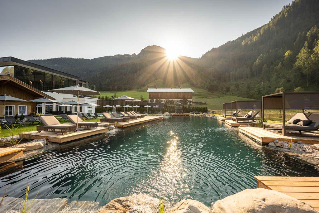 Lürzerhof Untertauern, Hotel Salzburg, Pool, Berge, Sonnenschein